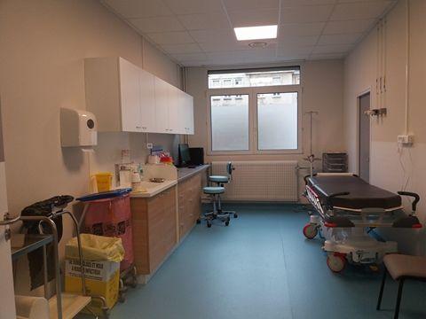 Neuf boxes de consultation et 28 lits d'hospitalisation créés à l'hôpital central de Nancy pour accueillir les 30 patients quotidiens en traumatologie.