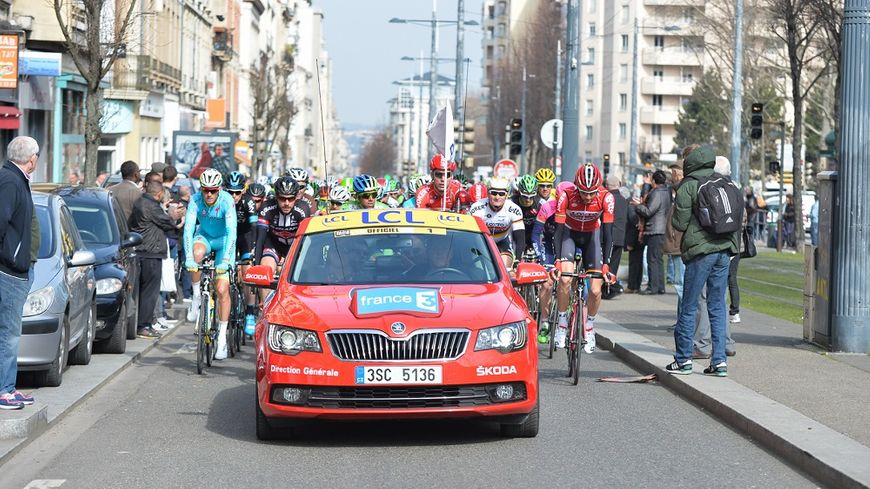 Le départ réél de l'étape Saint-Etienne/ Rasteau, lors de Paris-Nice 2015.