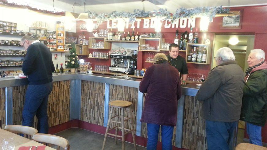 Le Petit Bouchon, à Crézancy en Sancerre, a déjà trouvé sa clientèle, six mois après son ouverture