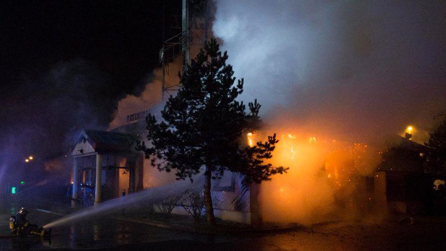 Le restaurant de 300m² a été totalement ravagé par les flammes.