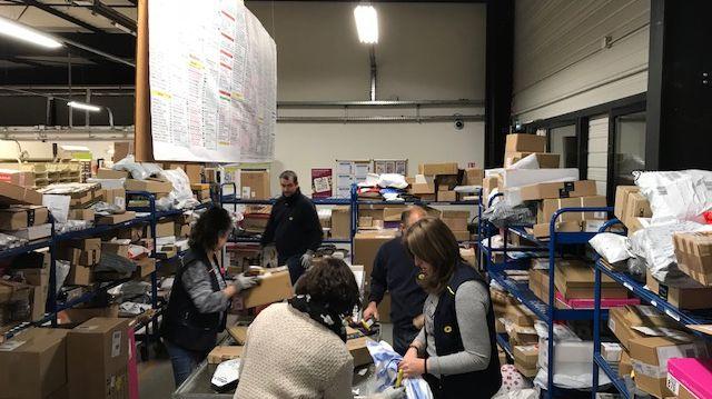 La poste d'Indre-et-Loire traite actuellement 15 000 colis par jour, contre 8 000 le reste de l'année