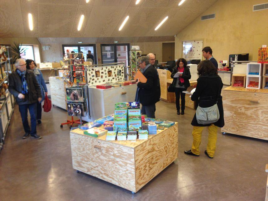 Les visiteurs termineront leur visite à la boutique du refuge