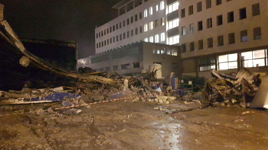 Violent incendie saint matin d 39 h res pr s de la clinique belledonne des patients vacu s - Garage st martin d heres ...