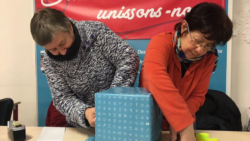 """Jacqueline et Françoise, bénévoles pour l'association """"Contre le cancer, unissons-nous"""""""