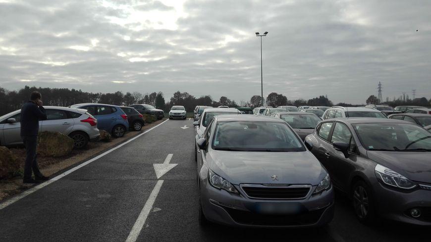 Le manque de places poussent certains membres du personnel au parking sauvage.