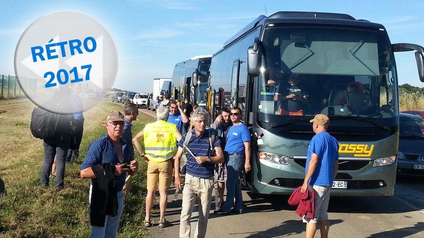 Le 18 juillet 2017 au matin, une centaine de salariés de GM&S arrivent de Creuse en cars sur le site de Renault à Villeroy (Yonne)