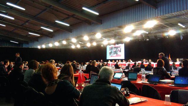Session du conseil régional dans un hall du parc des expositions de Montpellier
