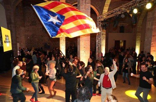 Joie des militants pro-indépendance, hier à Barcelone