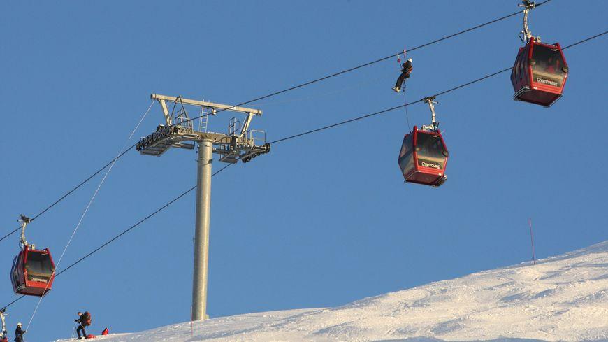 Entre 150 et 160 skieurs ont été évacués ce dimanche 24 décembre 2017 après une panne de télécabine à Chamrousse dans l'Isère.