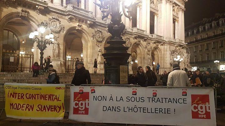Les grévistes de l'Holiday Inn de Bercy ont fêté noël en manifestant place de l'Opéra à Paris