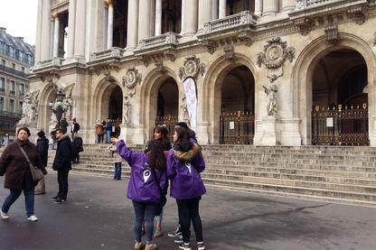 À Paris, des volontaires du tourisme aident les touristes