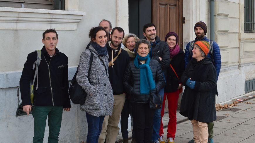 Quelques membres du collectif de défense de la maternité de Die sont venus assister à l'audience à Grenoble.