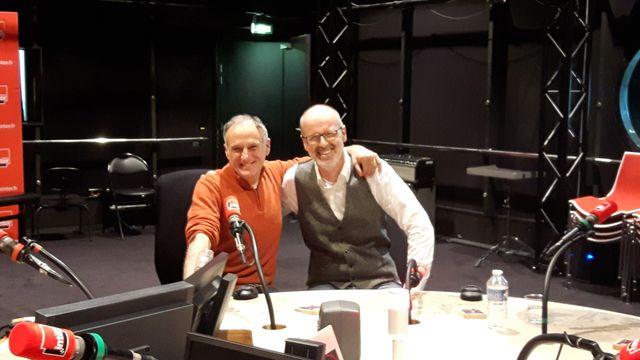 Denis Cheissoux et Peter Wohlleben dans l'un des studios de France Inter