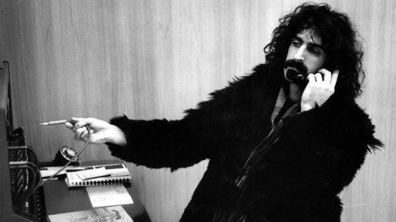 Le musicien et auteur-compositeur Frank Zappa