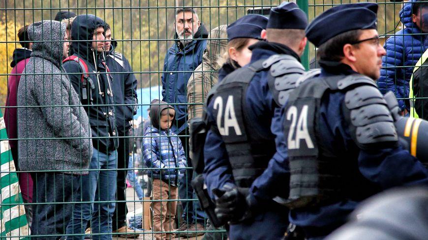 Lors du démantèlement, le 15 novembre 2017, près de 800 demandeurs d'asile vivaient sur le camp de l'avenue de Blida à Metz.