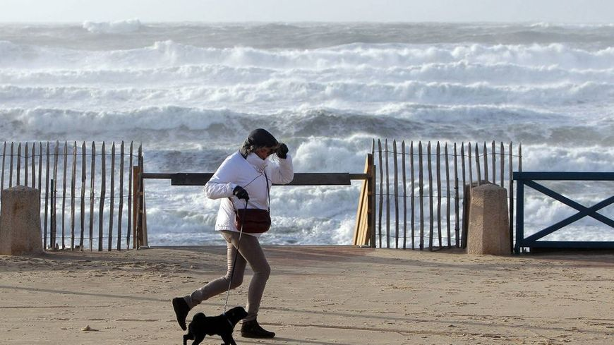 Le vent devrait dépasser les 110 km/h à Lacanau sur la côte médocaine.