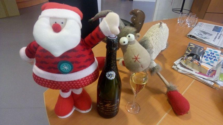 Le Père Noël et le renne de France Bleu Isère se sont régalés avec le pétillant de Noël Martin (avec modération !)