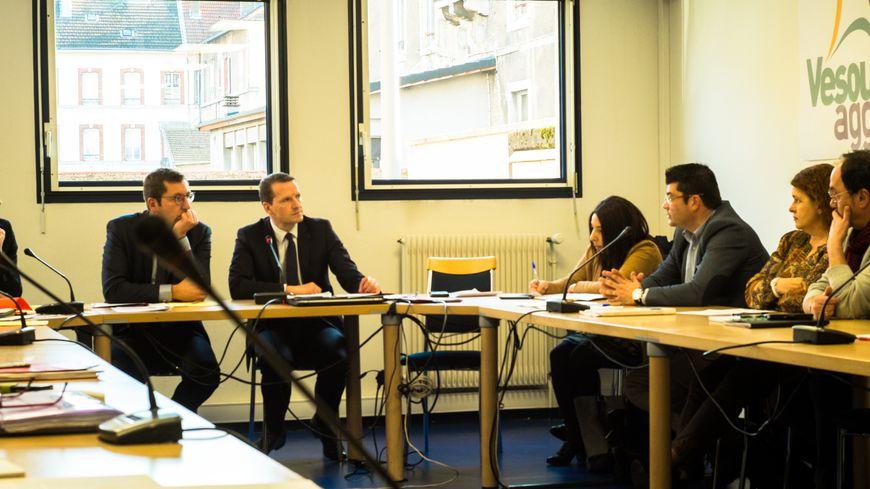 Première réunion du Groupe Local du Traitement de la Délinquance à Vesoul. Alain Chrétien le maire, et Emmanuel Dupic le procureur de la république