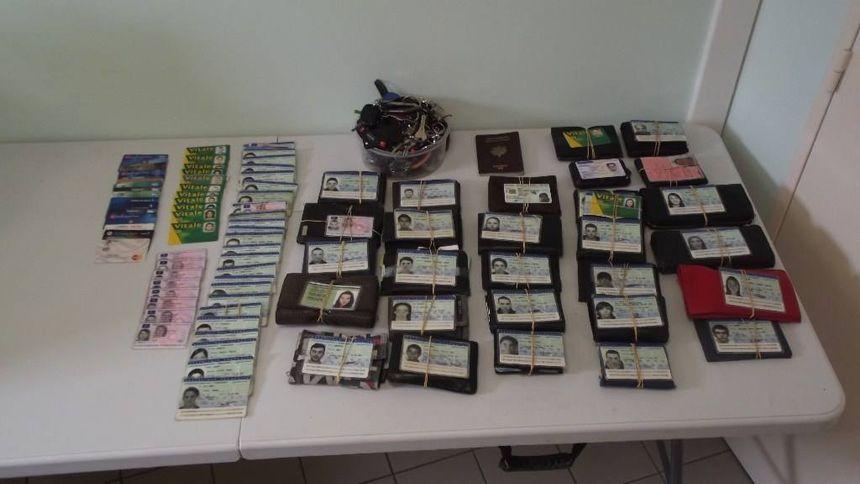 Les participants au Teknival de Pernay ont oublié des dizaines de papiers d'identité, des téléphones ou encore des clefs sur place