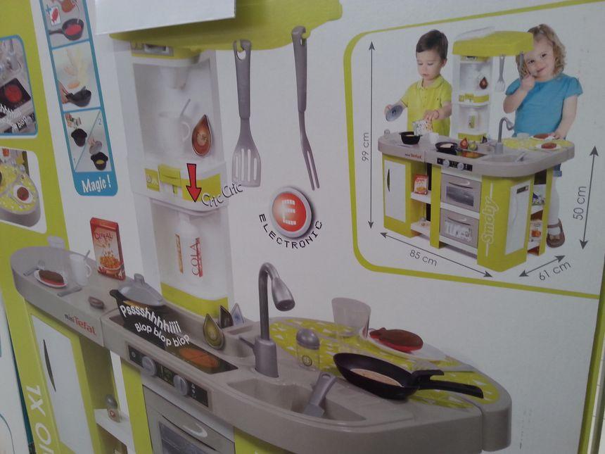Un jouet pour les deux sexes : cette cuisinière met en scène un garçon et une fille
