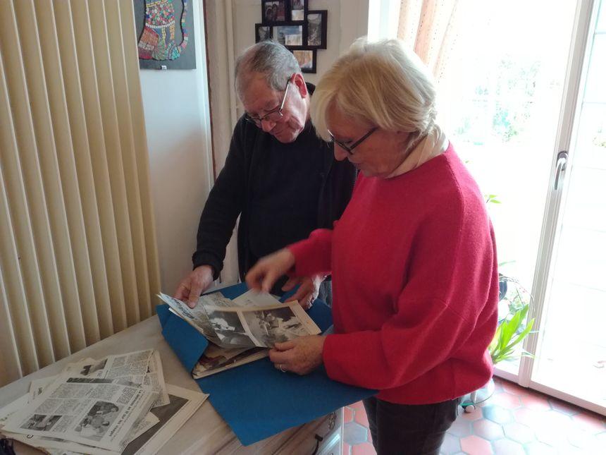 Chantal Morant et son époux ont conservé les coupures de presse datant des inondations. Ils se souviennent ensemble de la galère que c'était de devoir déménager tous les meubles.