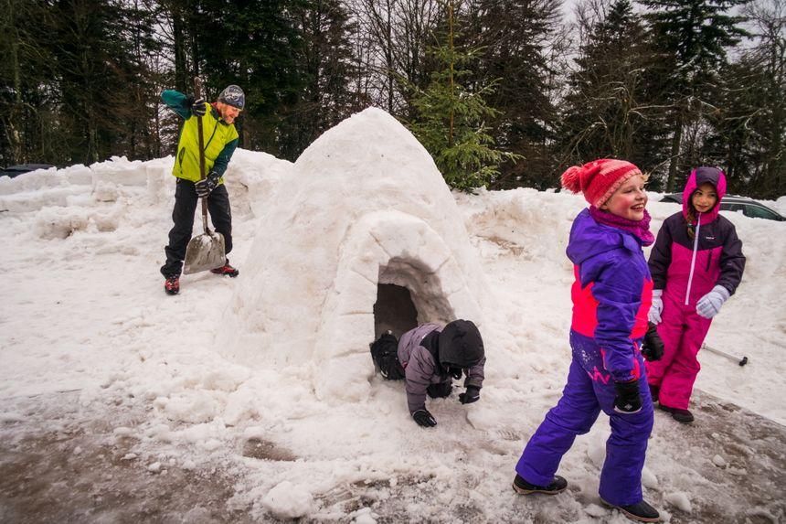 Construction d'igloo à la Planche des Belles Filles