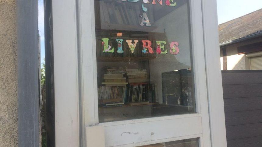 Il suffit d'ouvrir la porte pour prendre ou déposer des livres