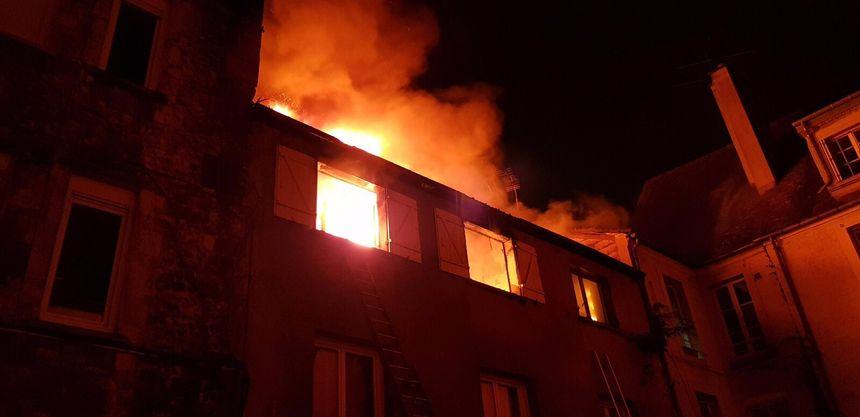 Un seul blessé, un homme de 73 ans, est à déplorer dans cet incendie.