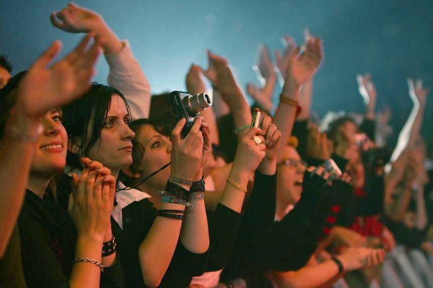 Le public de Meriadeck, lors d'un concert du groupe Placebo, en 2006.