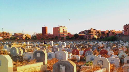 Épisode 4 : Les cimetières