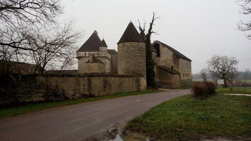 Le château de Rosières près de la Vingeanne, contrôlait un gué permettant de franchir la rivière.