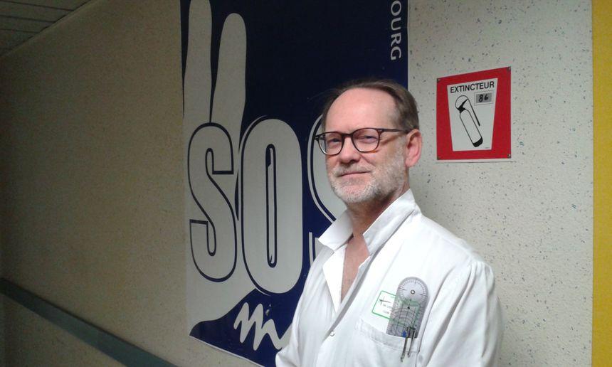 Le Pr Liverneaux, chef du service SOS Main à Illkirch.