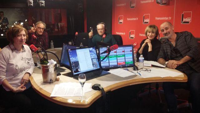 Vous Les Femmes, de gauche à droite, Ophélie Neiman, Hervé Pauchon, Albert Algoud, Eve Ruggieri et Daniel Morin