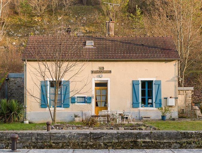 La maison éclusière de Laurence, située sur l'Ouche, en Côte-d'Or.