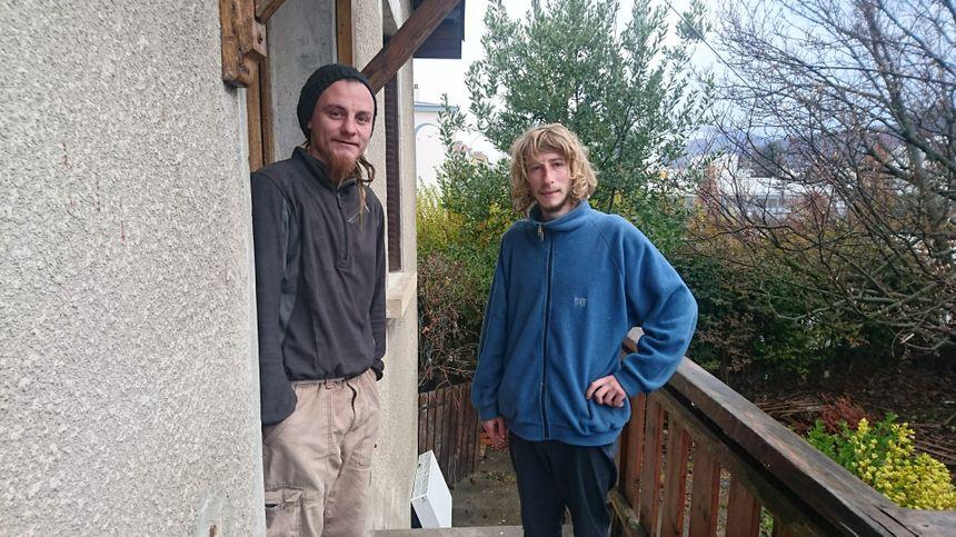 Plume  et Bobby ont besoin de draps et de couverture, et de matériel de jardinage