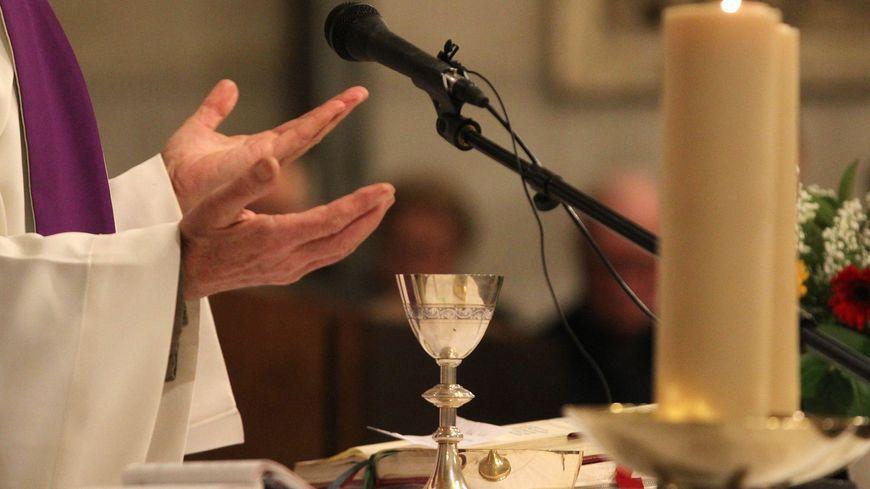 La messe s'est poursuivie pour ne pas perturber les fidèles