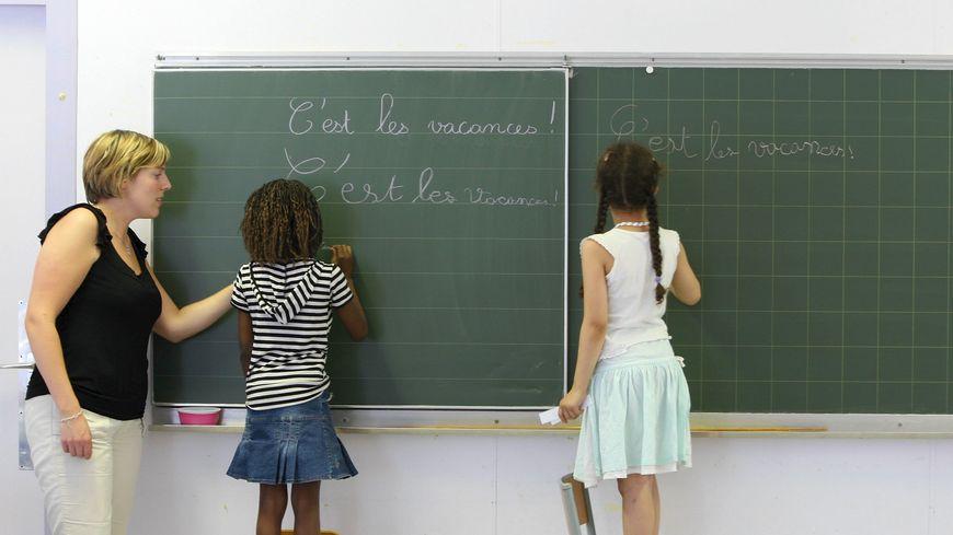 Enfants dans une classe primaire