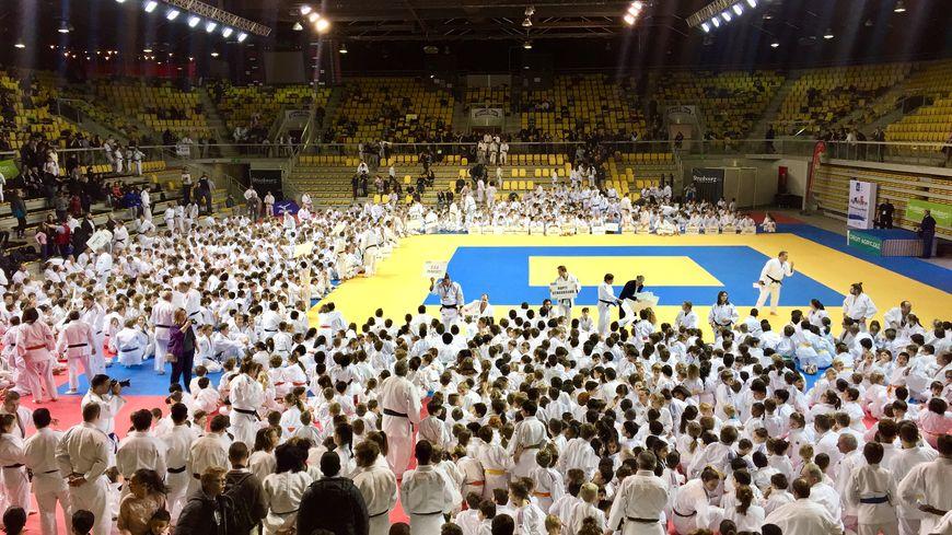 """2500 jeunes judokas étaient sur le """"jojo"""" du Rhénus ce mercredi après-midi"""