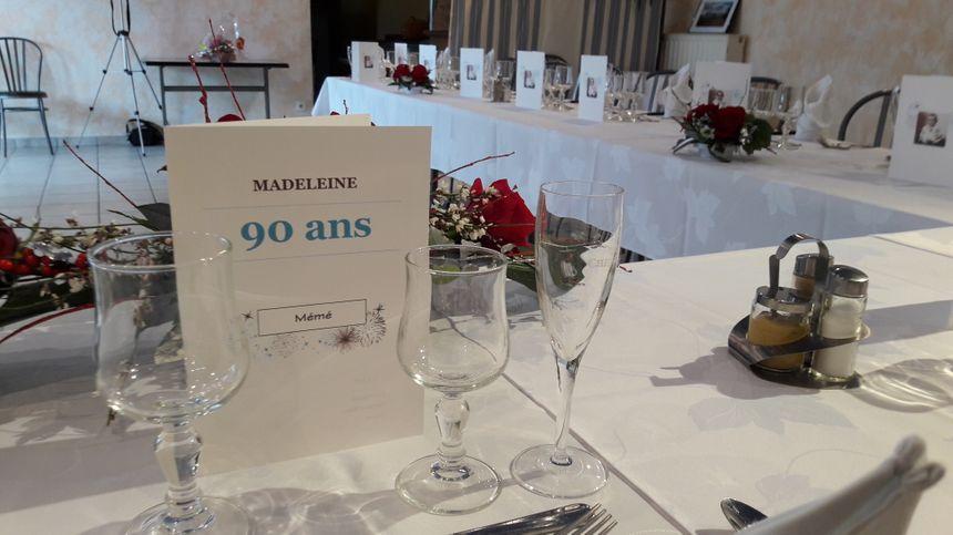 """Sur la table du restaurant """"L'escapade"""" de Javron-les-Chapelles, à la place de Madeleine"""
