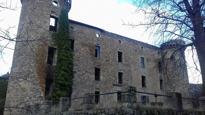 Le chateau de la Tour à Saint-Pierreville en Ardèche, un an après son incendie le 21 décembre 2016