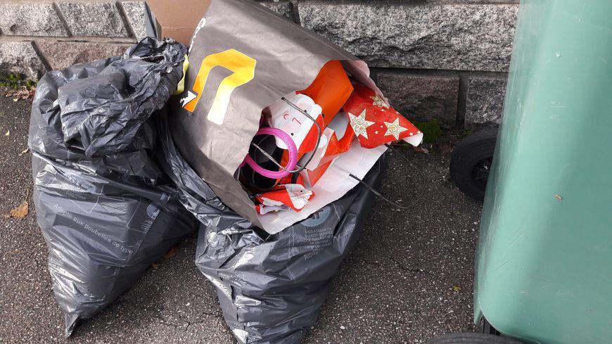 Des poubelles en attente de ramassage dans l'agglomération de Nancy