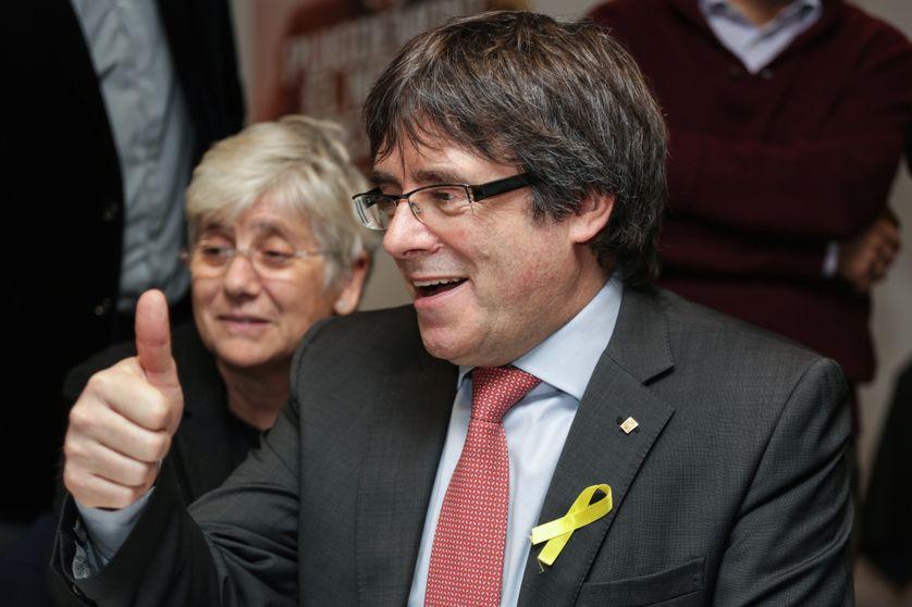 La réaction de l'ancien chef de l'exécutif catalan Carles Puigdemont lors des résultats des élections régionales en Catalogne, à Bruxelles le 21 décembre 2017.