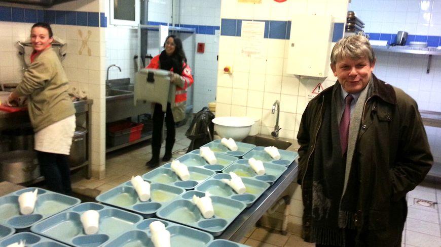 Le préfet de Vaucluse a assisté à la préparation des repas distribués par le Samu Social