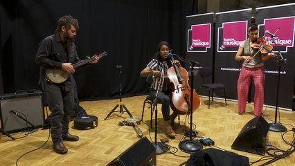 """""""A Day for the hunter, a day for the prey"""", par Leyla McCalla et ses musiciens I Le live de la Matinale"""