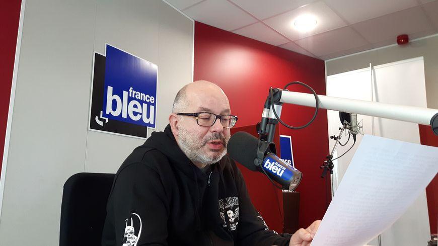 Jean-Pierre Gauffre dans le studio de France Bleu Gironde
