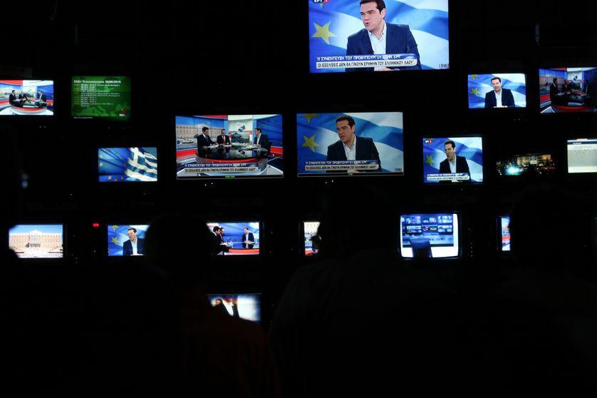 Le Premier ministre grec Alexis Tsipras est interviewé, le 29 juin 2015, sur l'ERT, à Agia Paraskevi, Athènes.