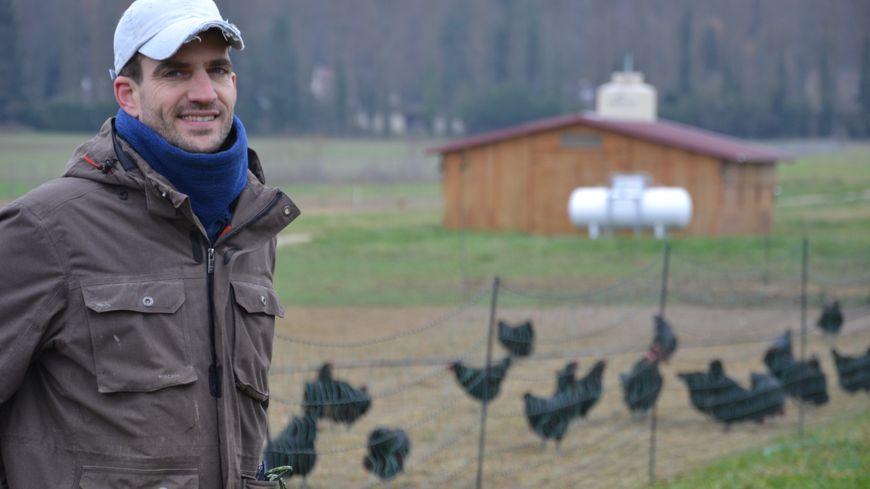 Pierre-Nicolas Grisel dans sa ferme bio de Milly-la-Forêt