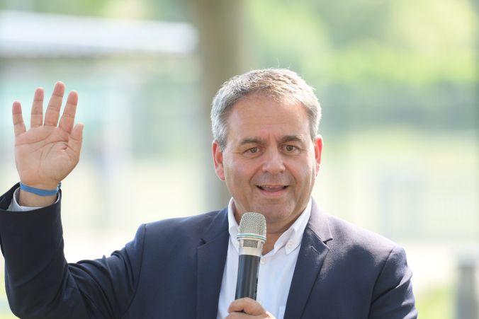 Xavier Bertrand lors de la campagne législative en juin dernier à Crest dans la Drôme