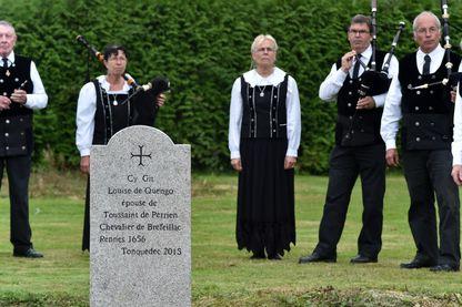 Cérémonie pour le second enterrement de Louise de Quengo en 2014