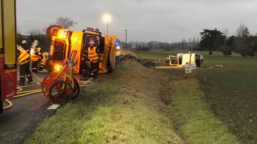 Le camion accidenté sur la RN 21